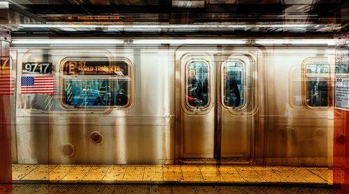NY  E-TRAIN - LAURENT DEQUICK - Photographie