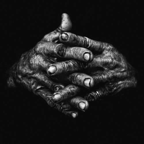 Hands I - LEE JEFFRIES - Photograph
