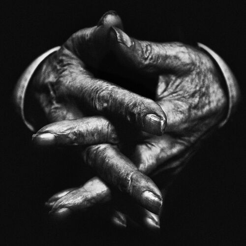 Hands V - LEE JEFFRIES - Fotografia