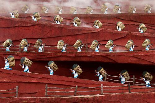 Red Mountain Tea Road - Leyla Emektar - Fotografie