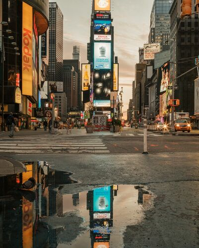 TIMES SQUARE MORNING LIGHTS - LUDWIG FAVRE - Photograph