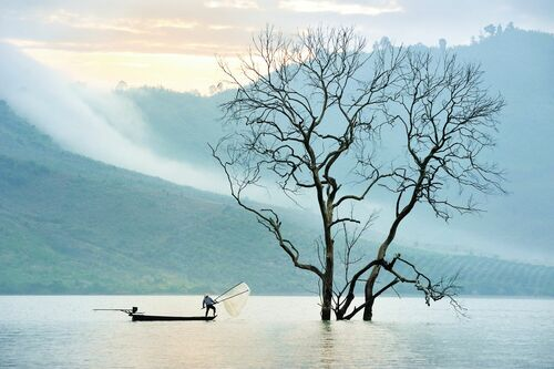 Fishing on nam ka lake - LY HOANG  LONG - Kunstfoto