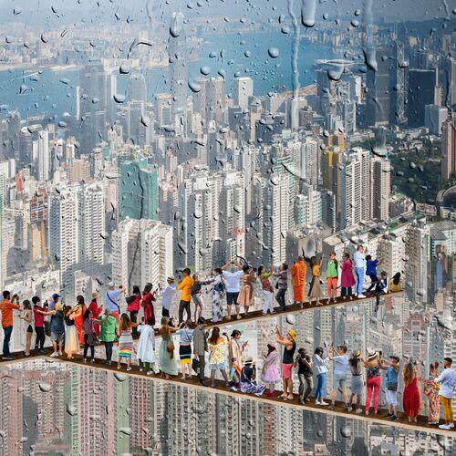 MOI MYSELF DEVANT HONG KONG - MARIE LAURE VAREILLES - Kunstfoto