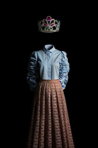 CECI N'EST PAS UNE COURONNE DE REINE - MIGUEL VALLINAS - Kunstfoto