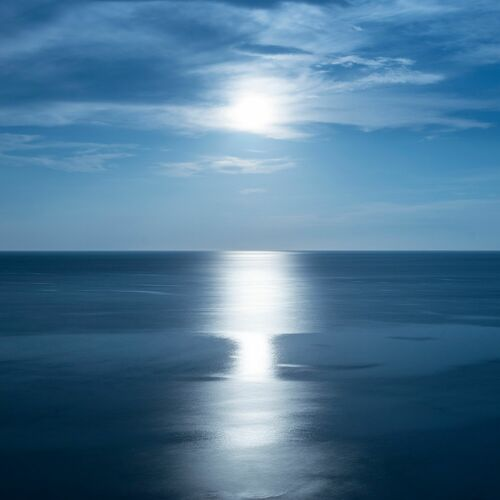 BIG MOON BIG BLUE - PO CHEN - Photograph