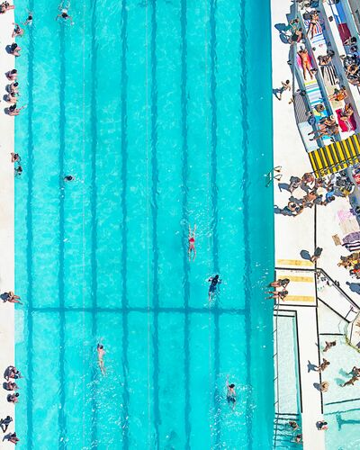 SWIMMERS - RICHARD HIRST - Kunstfoto