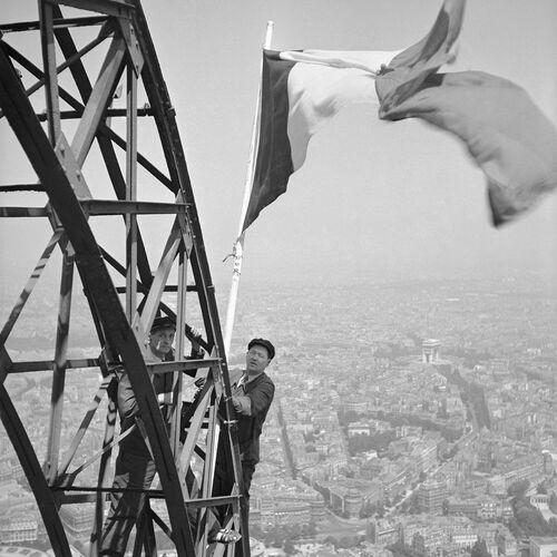 DRAPEAU FRANÇAIS, PARIS 1951 -  ROGER-VIOLLET COLLECTION - Kunstfoto