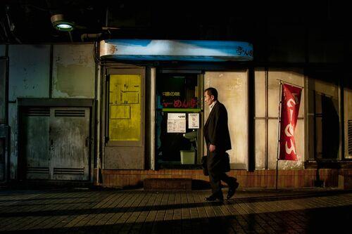 Tokyo Office Employee - RON GESSEL - Fotografie