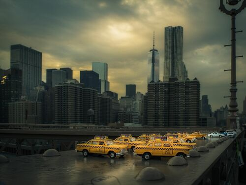 YellowCab on Brooklyn Bridge - RON GESSEL - Photographie