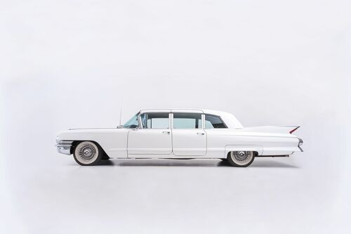 CADILLAC FLEETWOOD SIDE VIEW -  SAREL AND MARYNA - Kunstfoto