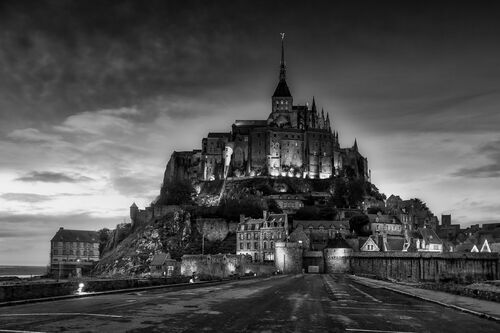 LE MONT SAINT MICHEL BY NIGHT