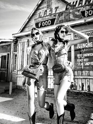 Lost in a desert - TATIANA GERUSOVA - Photograph