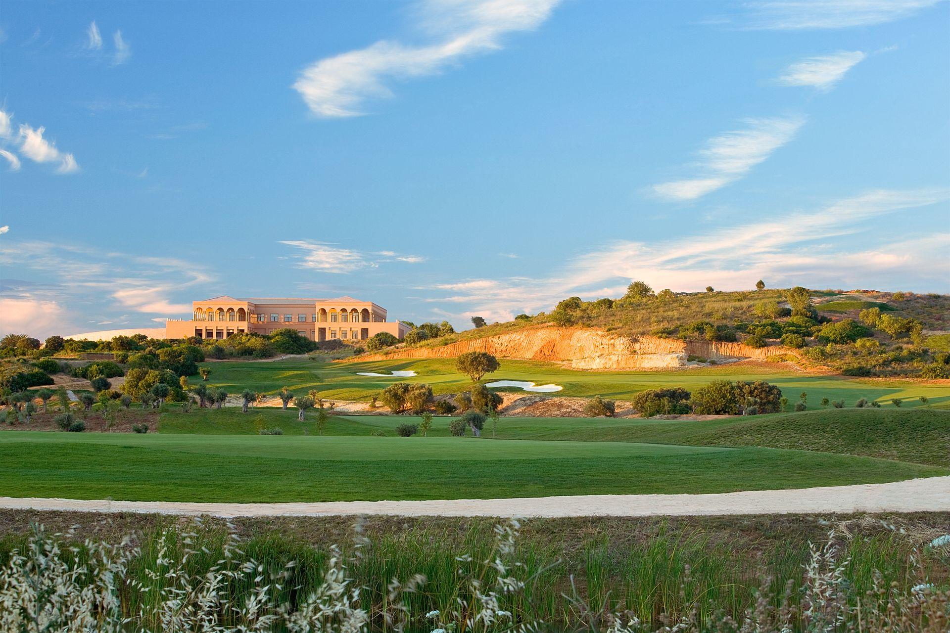 Oceanico Amendoeira Resort