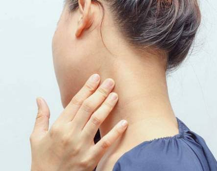 Causes of Neck Pain at Your Desk and How to Alleviate It with These Stretches