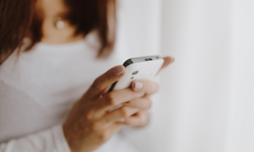 Persona usando un servicio de JOi Mobile