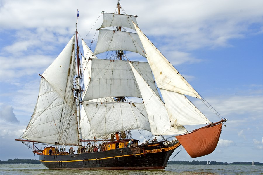 Detail image of Tres Hombres