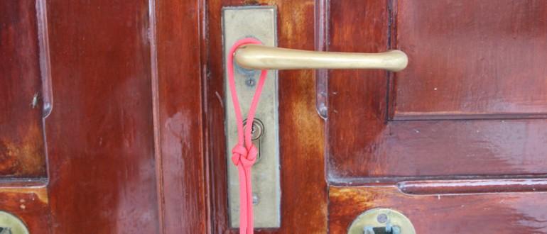 Liefdesknoop-aan-deur-ingezoomd700X300
