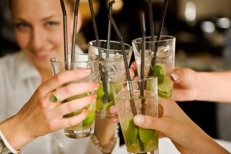 Zeilen en cocktails maken