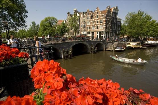 Entdecken Sie Amsterdam - die Stadt der tausend Brücken
