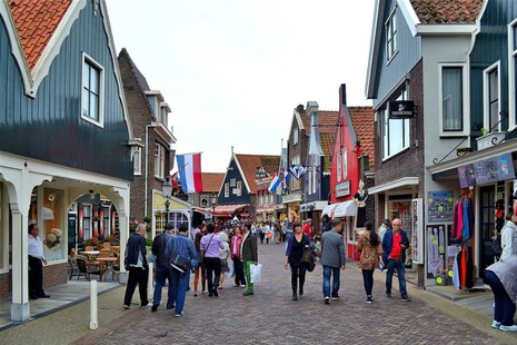 Zeilcruise naar Volendam: Voor liefhebbers van zeilen, paling en pittoreske dorpjes